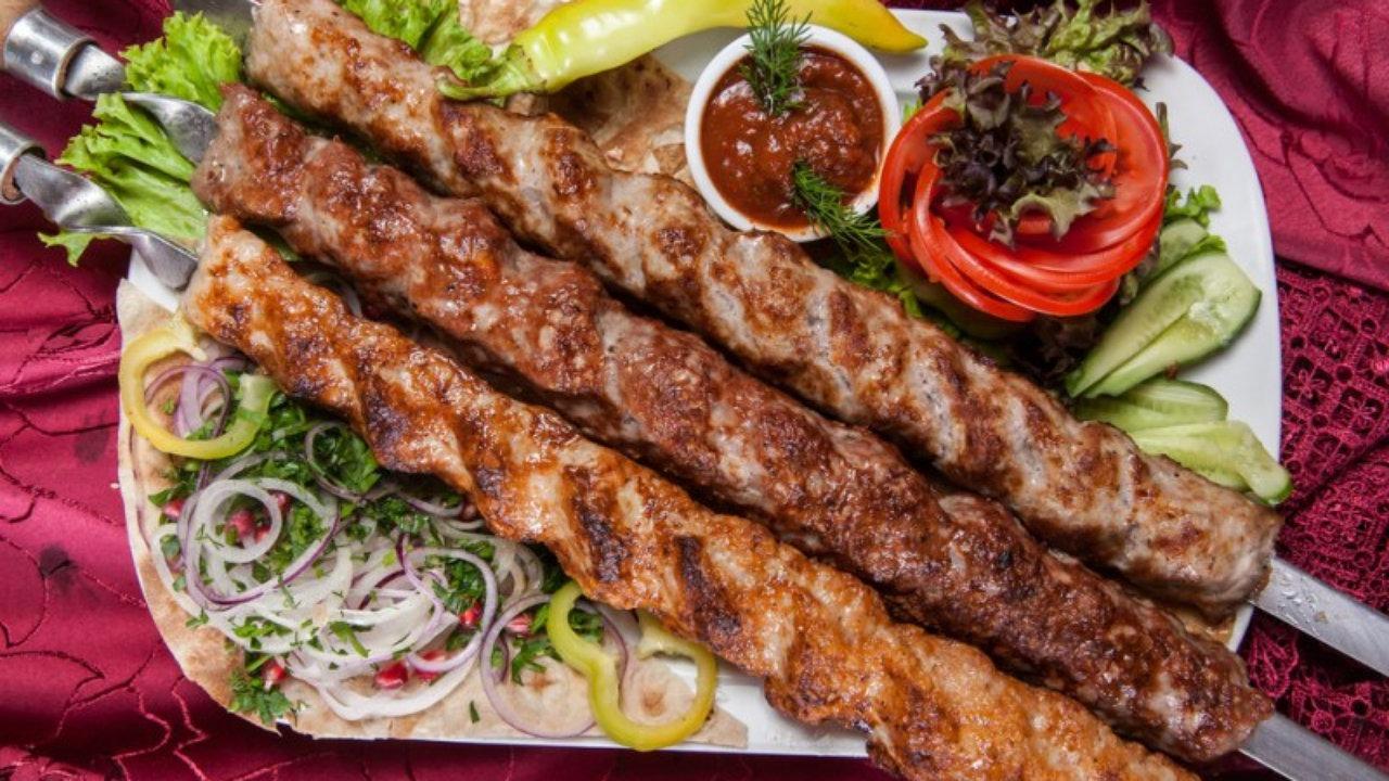 Самый мягкий шашлык из мяса который все знают как люля-кебаб.
